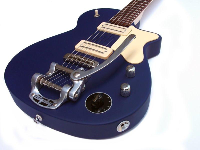 de Lisle Standard Single Cut Guitar